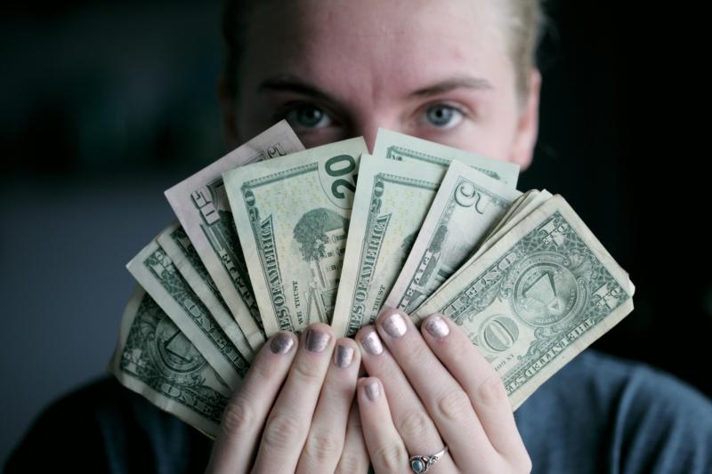 como mejorar tu relación con el dinero